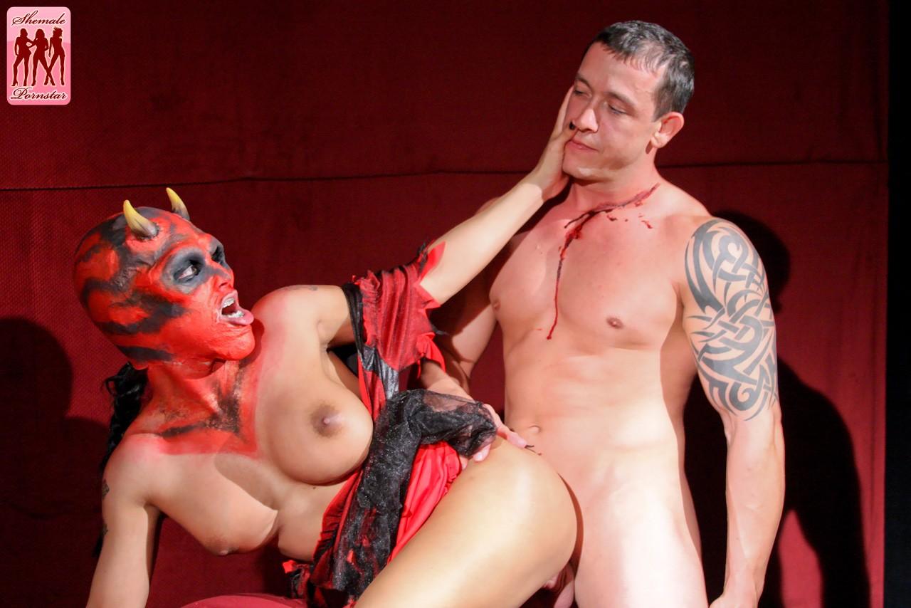 Смотреть муж и жена одна сатана порно