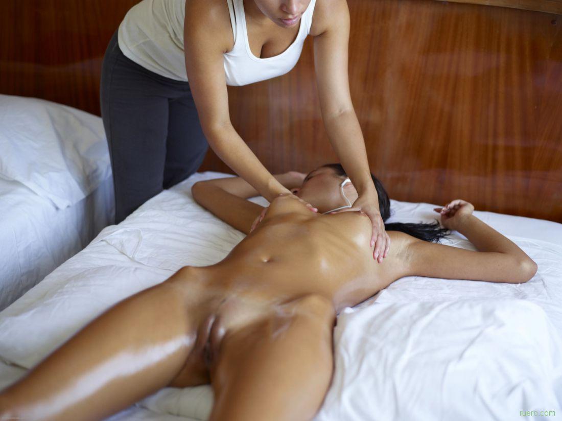 Тайка делает секс массаж видео