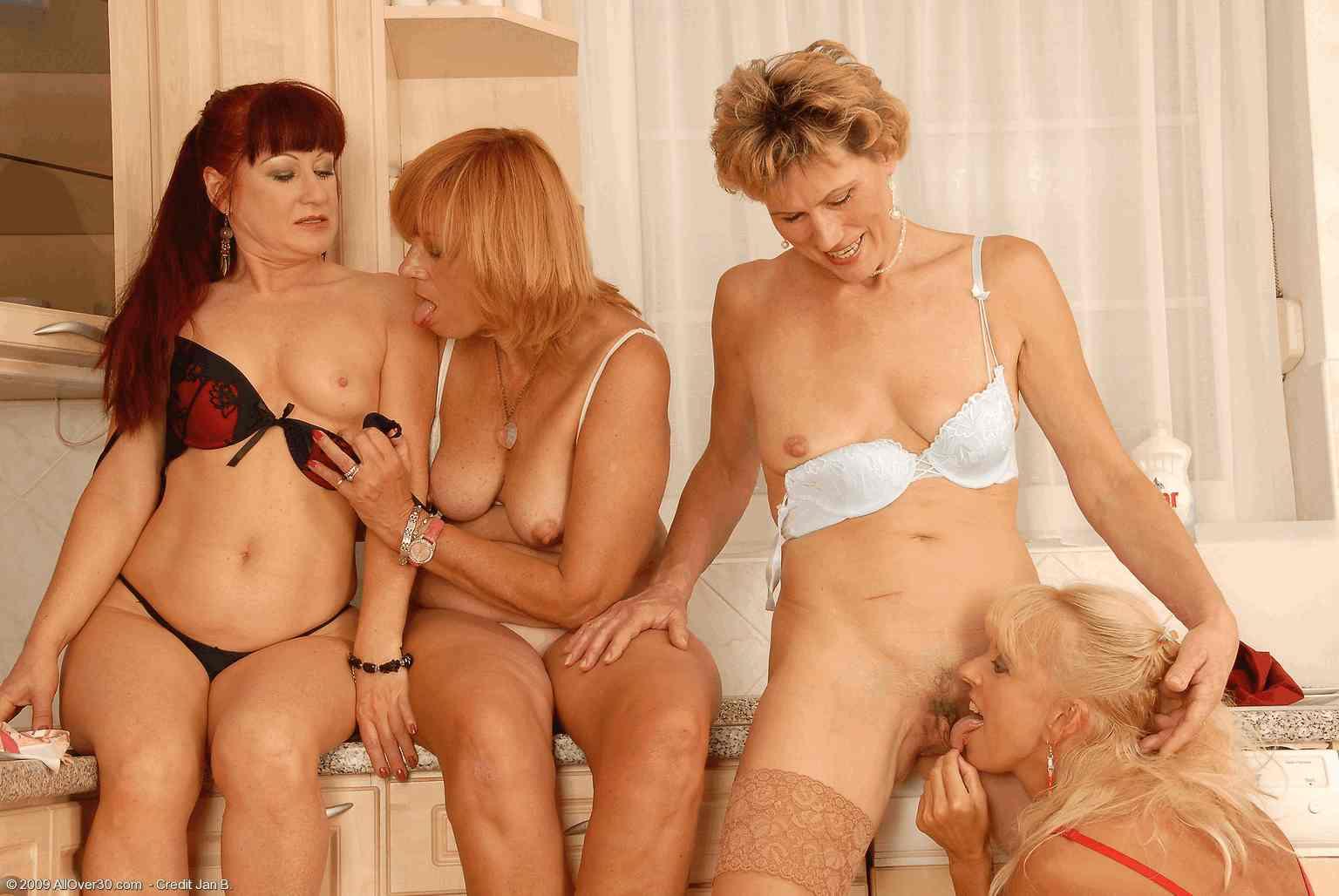 Зрелые женщины и тетки в порно видео видео онлайн