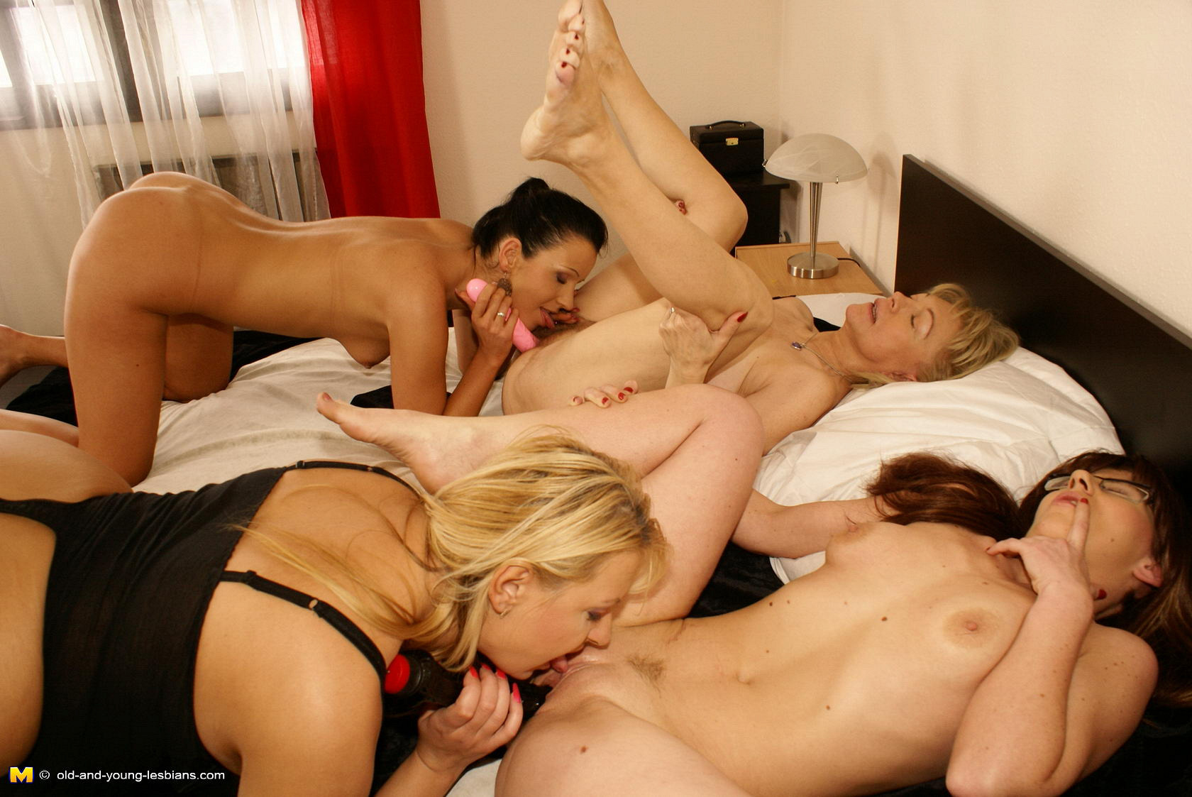 Порно лесби смотреть онлайн на ПорноБерлога.com