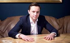«Здесь подкупил, там пригрозил»: мир глазами создателя трамвая Russia One