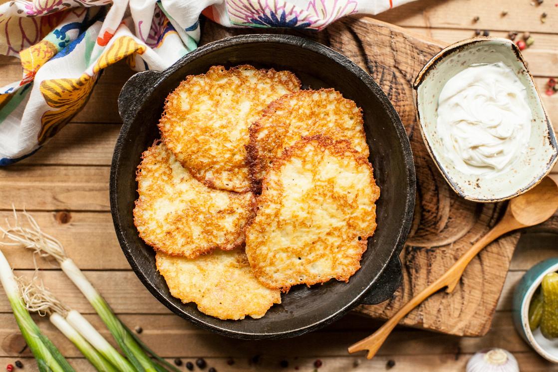 Ресторан Шинок - фотография 7 - Драники картофельные со сметаной