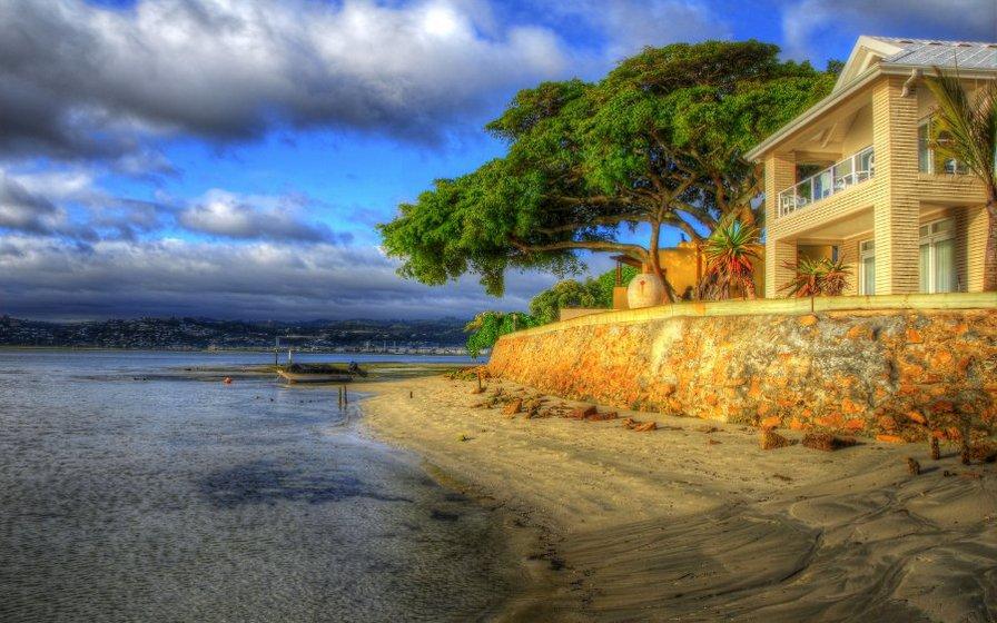 Домик в остров Кариди на берегу моря