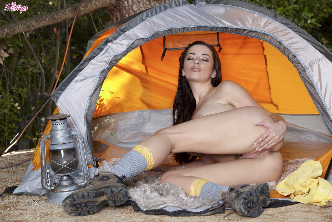 Русское порно в палатке на природе на мобильном