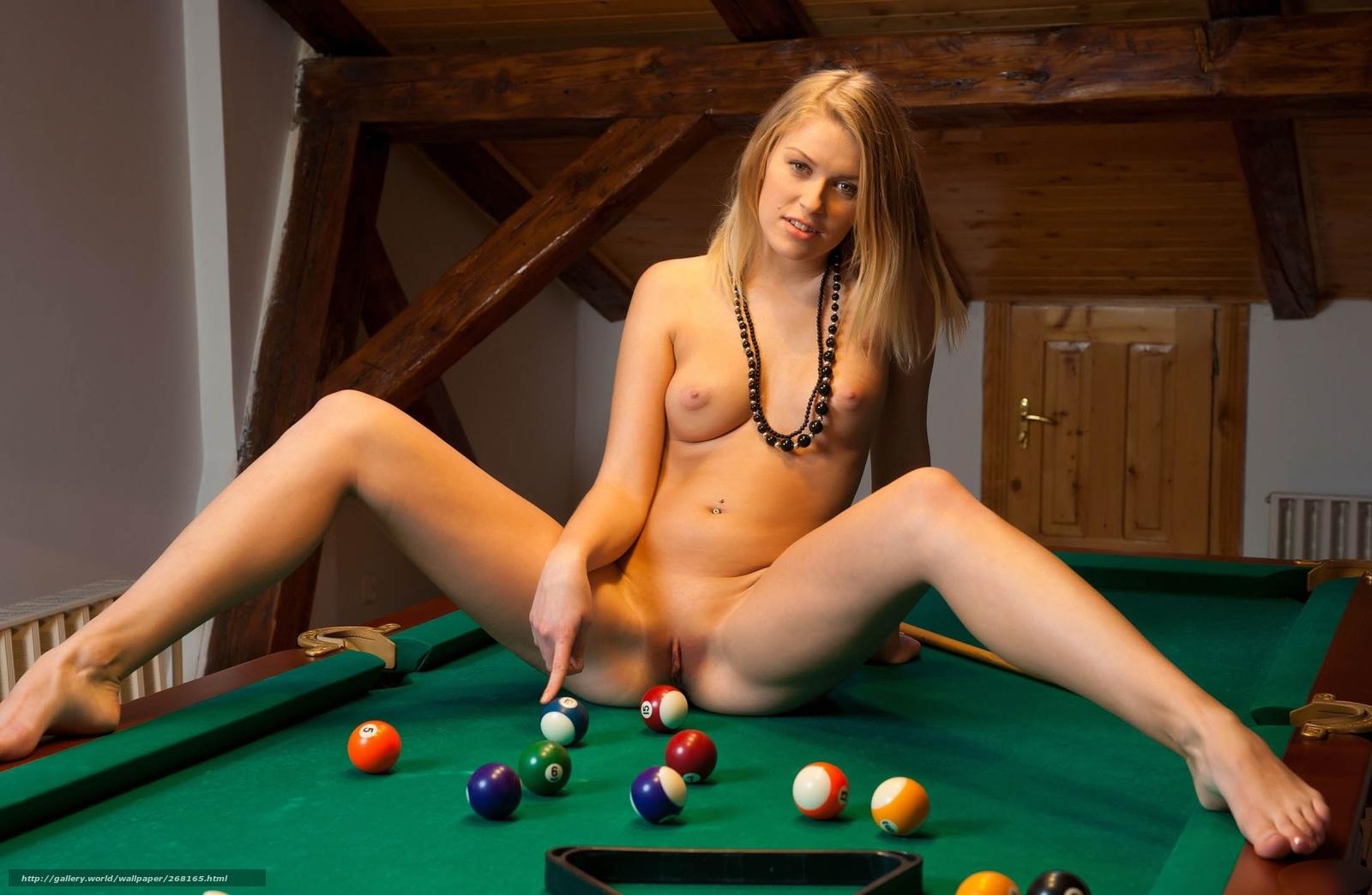было еще с плоской грудь и ее подруга не дали мужику поиграть в бильярд мама тетей