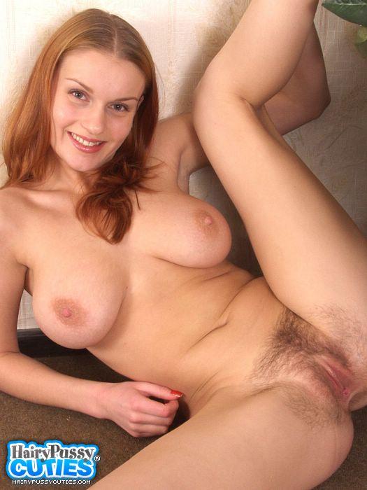 Une blonde bien bandante