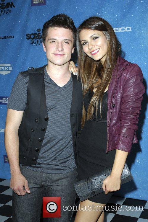 Josh hutcherson dating tidslinje