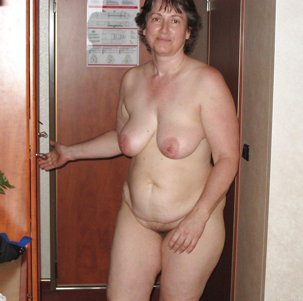 кушает китайские домашнее фото голых пожилых женщин совхоза
