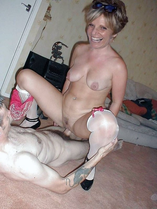 Riding amateur mature wife anal