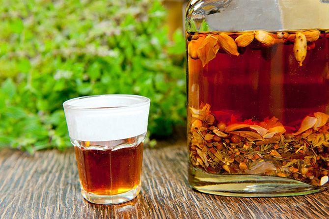 Как народными средствами лечить от алкоголизма