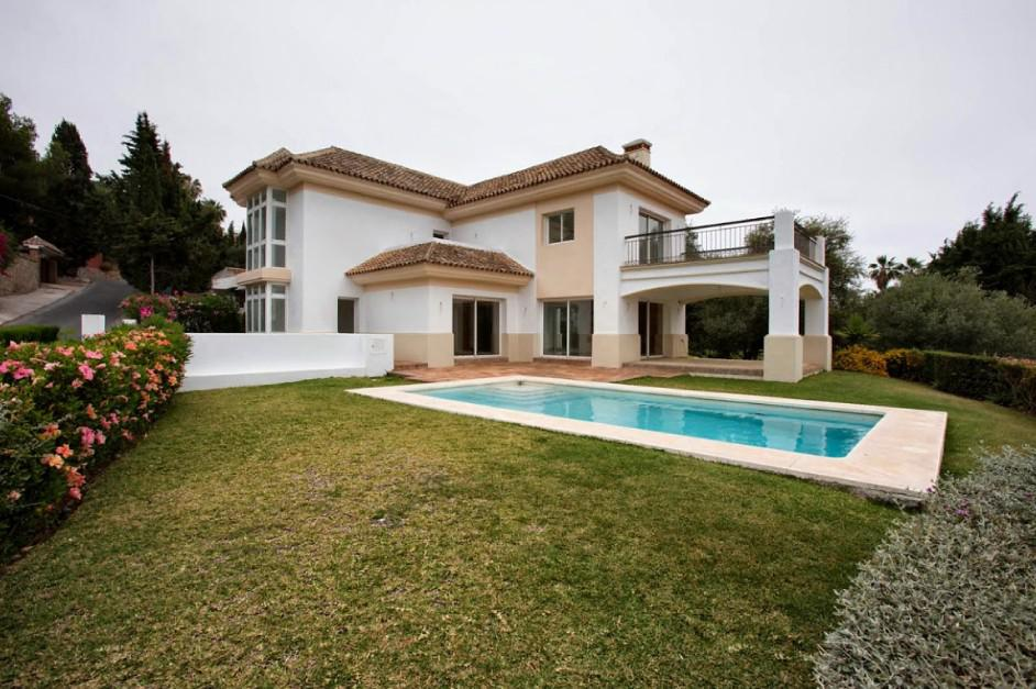 Где дешевле квартира в остров Родопи или в италии
