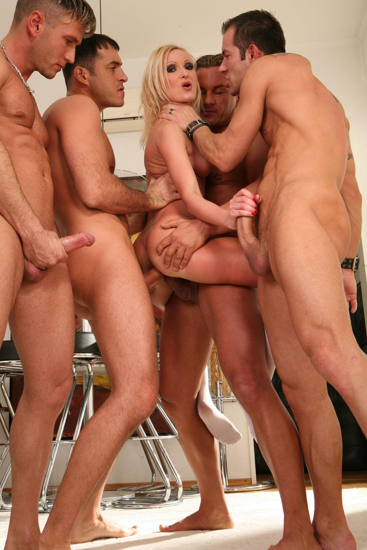 пять парней и девушки порно геи порно фото