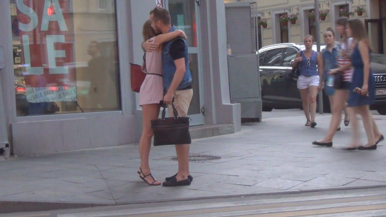 Сосут на улице член фото, Сосет член прямо на улице порно фото и секс 21 фотография