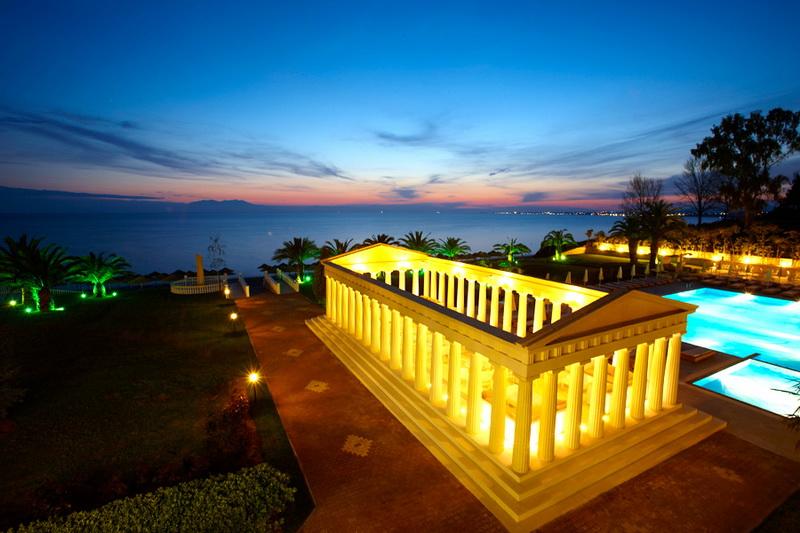 Отель в остров Потидея у моря и гор