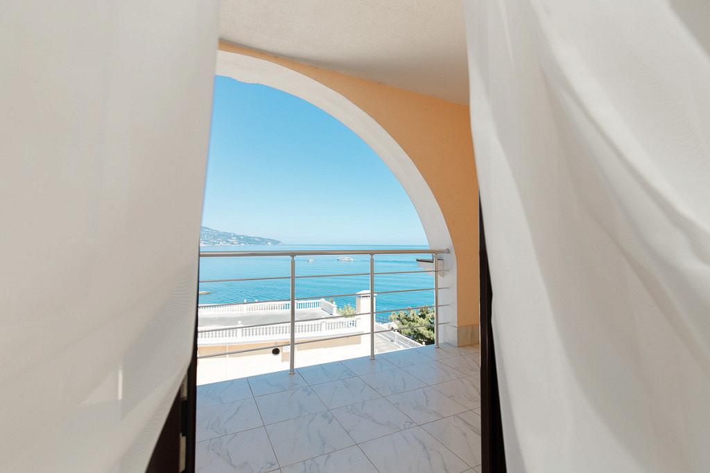 Апартаменты в Ливадия на берегу моря цены