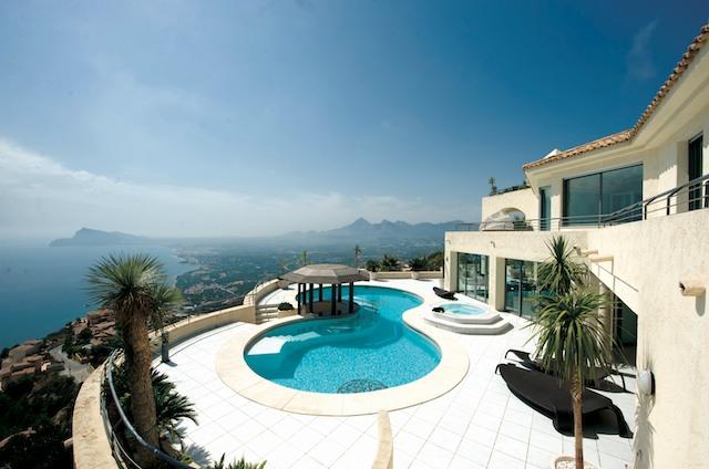 Что лучше дом или квартира в испании