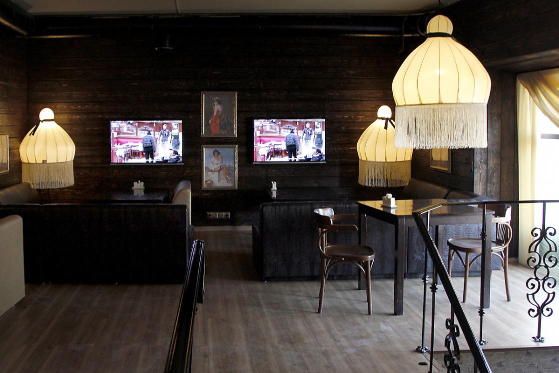 Ресторан Непоследние деньги - фотография 7 - Диванная зона. 2-й этаж.