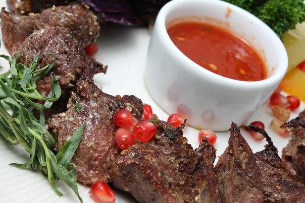 Ресторан Робинзон - фотография 9 - Шашлык из вырезки ягненка
