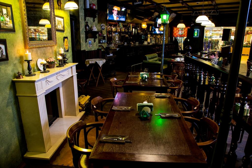 Ресторан Patrik Pub - фотография 8 - Камин