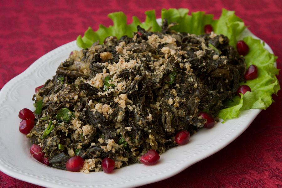 Ресторан Арарат - фотография 16 - Жареный Авелук(конский щавель) с грецким орехом