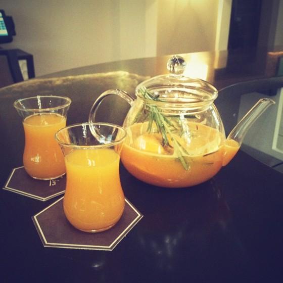Ресторан Graf-in - фотография 27 - Имбирный чай с облепихой