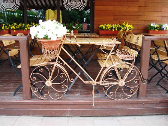 Ресторан Альпенхоф - фотография 1 - Очень приятное оформление как внутри, так и снаружи. Летом много цветов.