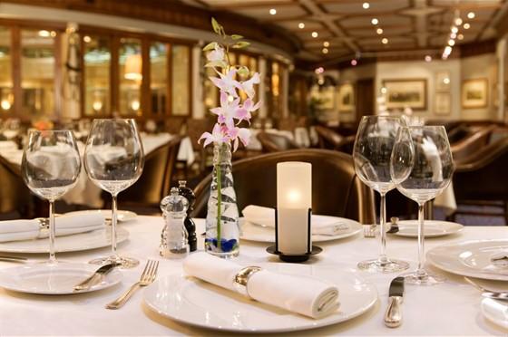 Ресторан Поло-клуб - фотография 1 - Насладитесь потрясающей атмосферой стейкхауса с мясом из Австралии и Америки. Первый ресторан в Москве с открытой кухней.