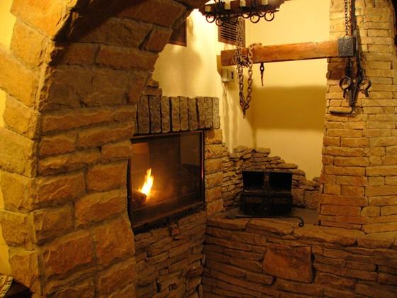 Ресторан Монетный двор - фотография 5 - Камин. Он дарит тепло, заботу и уют...