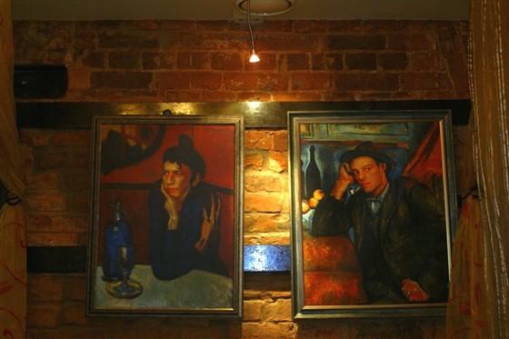 Ресторан Улица разбитых фонарей - фотография 4 - Декоративное оформление первого этажа
