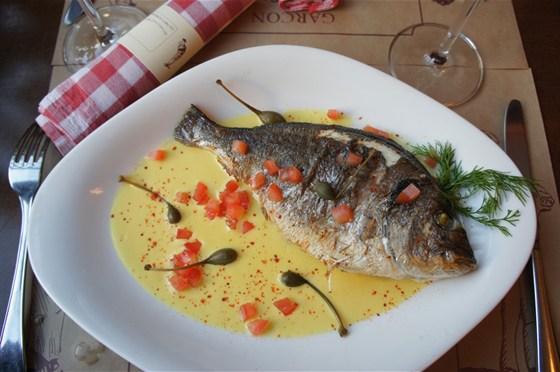 Ресторан Garçon - фотография 2 - Дорадо с кремом из желтого перца