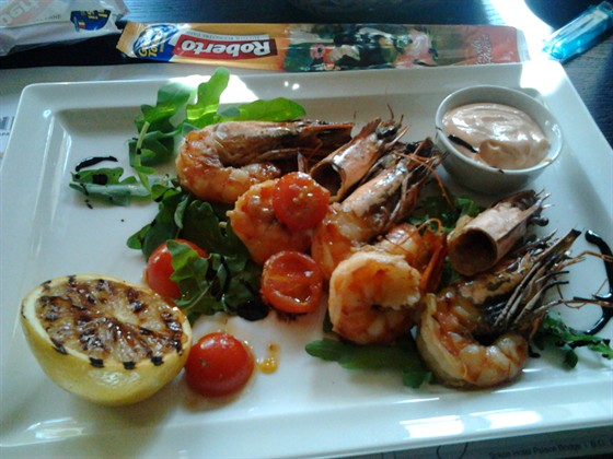 Ресторан Repin Lounge - фотография 5 - Цезарь с креветками