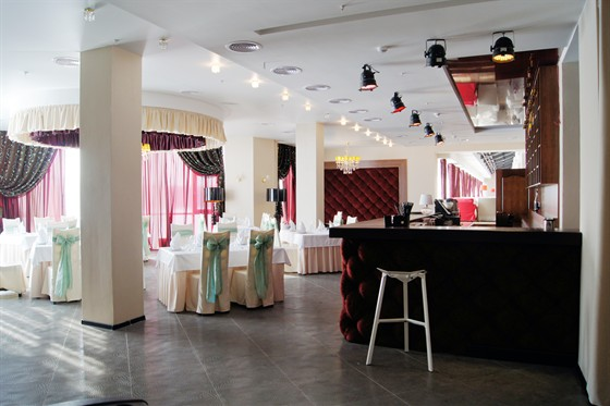 Ресторан Юность - фотография 5 - Вид на бар