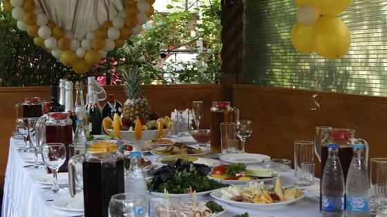 Ресторан Лесная трапеза - фотография 2 - Торжество, семейный ужин, корпоративное мероприятие в беседке.