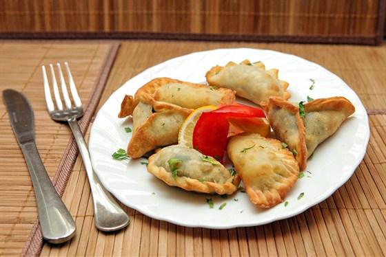 Ресторан Бейрут  - фотография 15 - Самбусики (пирожки с сыром, шпинатом и мясом)