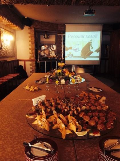 Ресторан Кураж - фотография 1 - Есть возможность проведения фуршетов и презентаций!!! Отличное оформление фуршетного стола!!