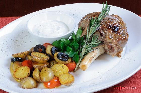 Ресторан Плотников  - фотография 20 - Ножка ягненка с молодым картофелем