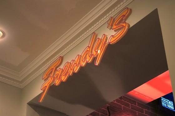 Ресторан Frendy's - фотография 13 - Above the stairs