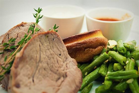 Ресторан Ньютон - фотография 10 - Кухня, Йоркширский пудинг и ростбиф