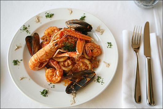 Ресторан Рыбное место - фотография 1