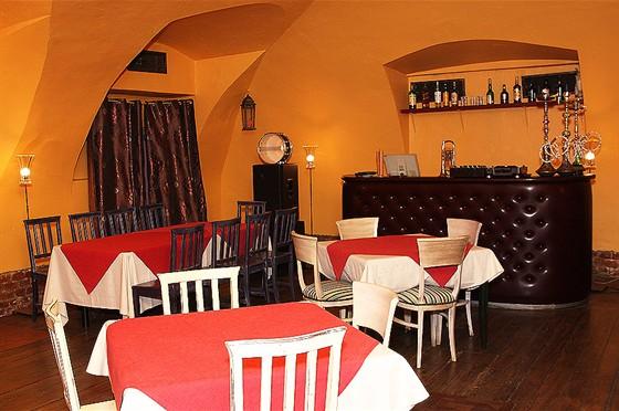 Ресторан Свои люди - фотография 7 - Малый каминный зал