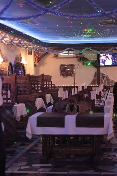 Ресторан Рассвет - фотография 4 - Зал. Другой ракурс
