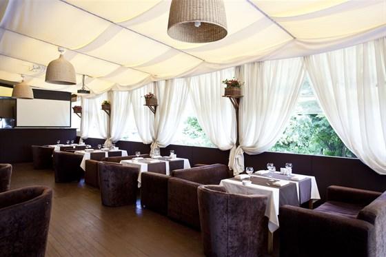 Ресторан Де Марко - фотография 10 - Летняя веранда.