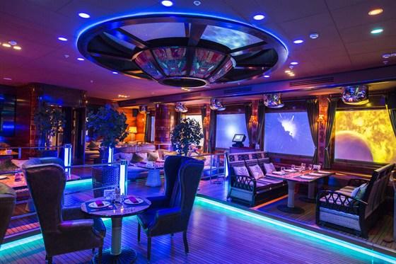 Ресторан Лодка - фотография 34 - Основной зал