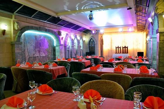 """Ресторан Замок в долине - фотография 4 - Развлекательный комплекс """"Замок в долине"""". Ресторан. Рыцарский зал."""