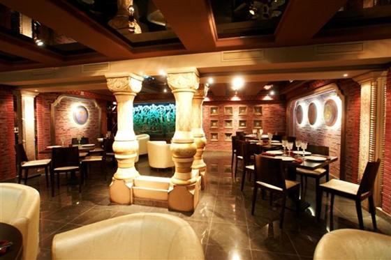 Ресторан Тройка - фотография 6 - Малый зал