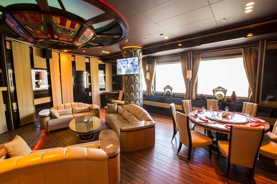 Ресторан Лодка - фотография 4 - Большой VIP зал с караоке