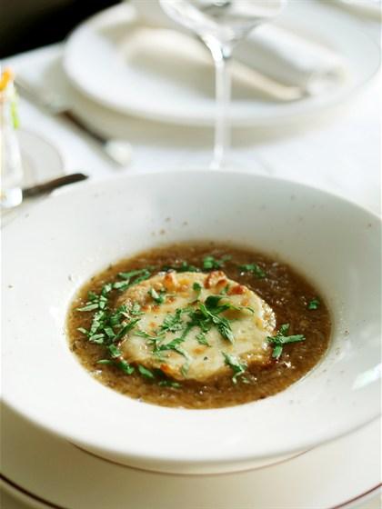 Ресторан Променад - фотография 4 - Луковый суп