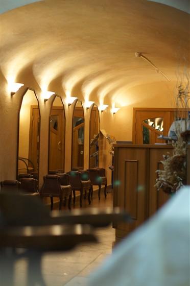 Ресторан На Знаменке - фотография 2 - коридор-гардероб