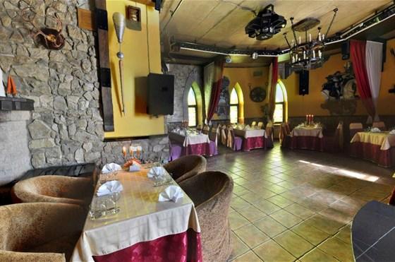 Ресторан Замок в долине - фотография 7 - Замок в долине. Ресторан. Каминный зал