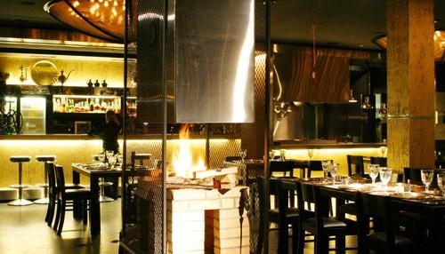 Ресторан Золотая Орда - фотография 5 - Камин